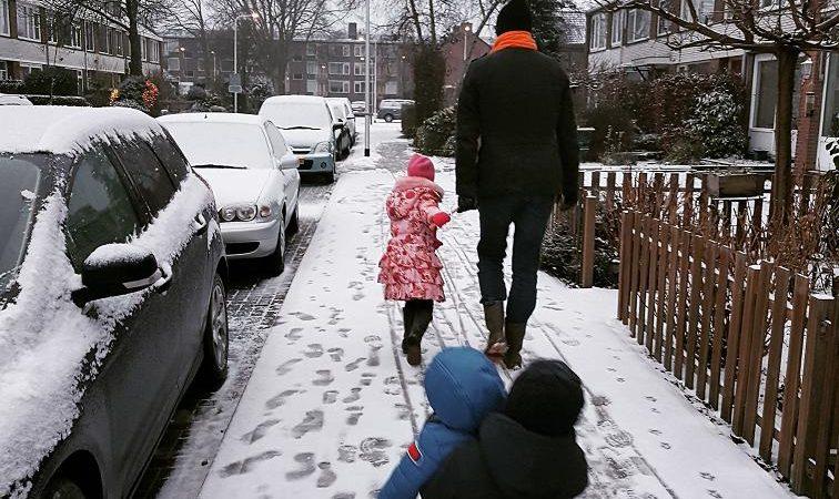 8 tips voor spelen in de sneeuw met kinderen