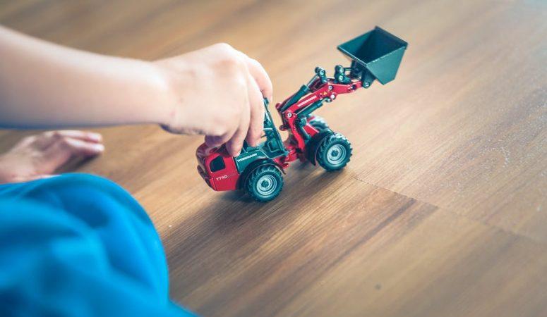 Waar moet een kindvriendelijke vloer aan voldoen?